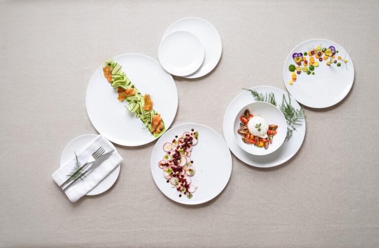 pratos com comida, coleção Saturno Coupe, louça restaurante, louça hotelaria, pratos de porcelana, serviço louça, serviço pratos, porcelana profissional, porcelana de hotel, fine dining, pratos modernos, pratos requintados, serviço de louça intemporal
