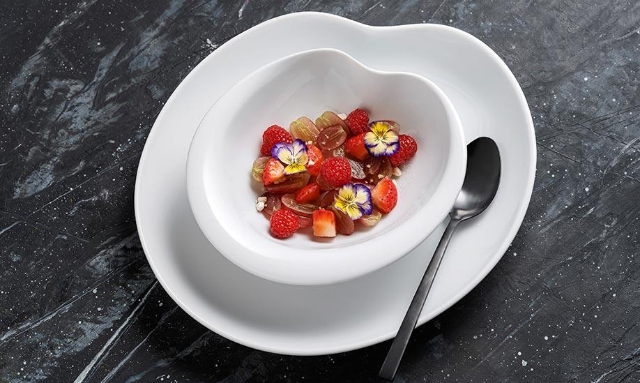 Salada empratada em pratos da coleção Aria