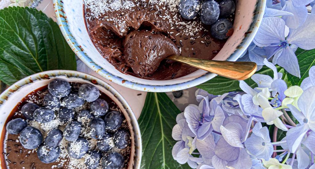"""Mousse de chocolate negro: Banner do artigo """"Estratégias para controlar o peso nas férias"""""""